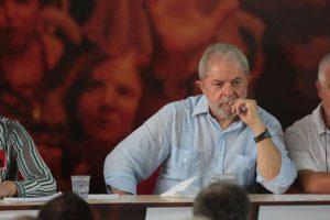 lula-preso-300x200 Petista espera que STF mude de posição para adiar prisão