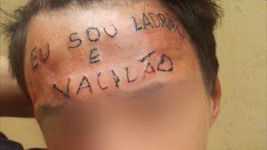 tatuagem-ladrao-vacilao-300x169 Tatuado com 'ladrão e vacilão' na testa é preso por furtar desodorantes
