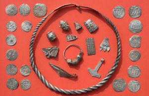 1523881638_211194_1523882246_noticia_normal_recorte1-300x193 Adolescente descobre na Alemanha um tesouro de um rei viking do século X