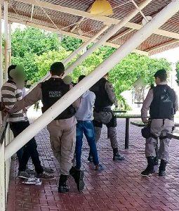 20180426T135543-255x300 Jovens são detidos pela PM fumando maconha em frente à sede Justiça Federal em Monteiro