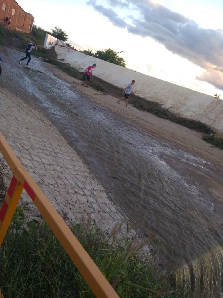ACUDE-MONTEIRO-768x1024 Açude público de Monteiro sangra após chuvas