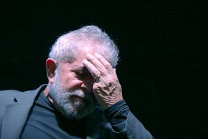 Lula--300x200 Lula decide não se entregar à PF