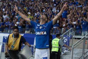 cruzeiroatleticomarcosfialhocodigo19gp-300x200 Cruzeiro bate Atlético-MG, reverte vantagem e é campeão