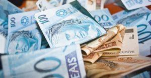 dinheiroo-1-1-300x156 Governo federal propõe salário mínimo de R$ 1.002 para 2019