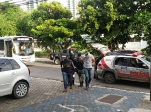 ex-magnificos-e-preso-300x222 Ex-vocalista da banda Magníficos é preso acusado de integrar grupo que desviou R$ 12 milhões de prefeitura