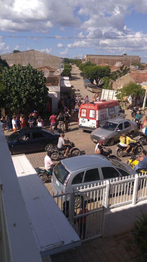 homicidio-em-Monteiro-1-576x1024 Homem é morto a tiros em frente a Cagepa em Monteiro