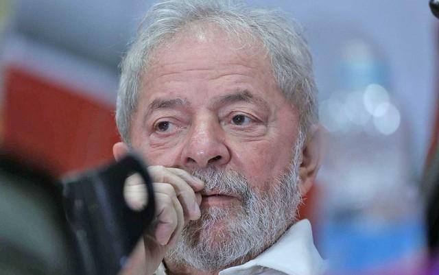lula-2-300x188 Defesa de Lula entra com recursos para ir ao STJ e STF contra condenação no caso do triplex