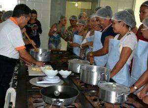 timthumb-3-2-300x218 Curso de Gastronomia é iniciado em Monteiro