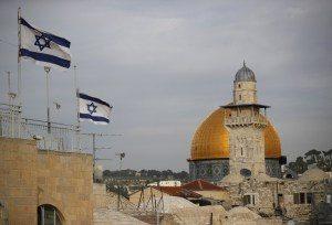 000-uw09m-1-300x204 Sirenes alertam para ataque com foguete contra Israel