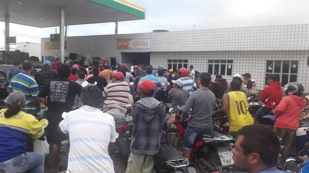 IMG-20180530-WA0029-1024x576 Em Monteiro: Postos de gasolina começam a receber combustível