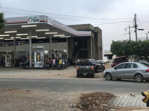 IMG-20180530-WA0037-1-300x225 Em Monteiro: Postos de gasolina começam a receber combustível