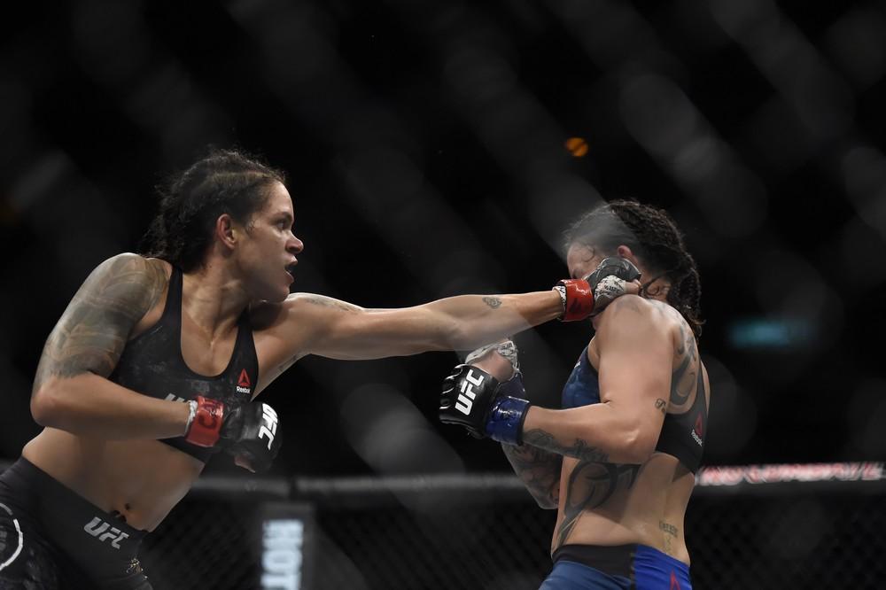 dur8510 Amanda Nunes cumpre promessa e nocauteia Raquel Pennington no UFC Rio 9