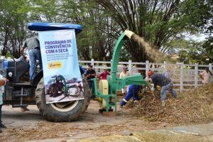 ensiladeira-300x200 Secretaria de Agricultura retoma uso da ensiladeira para criadores da região de Monteiro