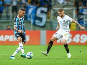 gremio-luan-santos-eduardo-sasha-passe-lucas-uebel-lucas-uebel-divulgacao-950x715-300x226 Grêmio faz 5 no Santos em partida com reencontro entre Luan e Sasha