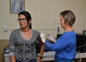"""timthumb-2-300x218 12 de maio será o """"Dia D"""" de vacinação contra o Vírus Influenza em Monteiro"""