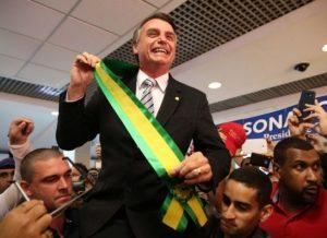 timthumb-7-300x218 Sem Lula, Bolsonaro lidera corrida presidencial, diz pesquisa
