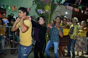 50df5778-cbf8-4bc6-ad7d-b9bd55762d58-300x200 Confira fotos do Festival de Quadrilhas Juninasde Monteiro