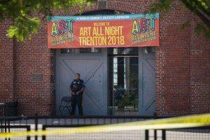 643b12b1646da3211dd32ef5c106fa0022a8f20c-300x200 Suspeito é morto e 20 ficam feridos em festival