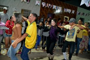 72641bc5-8e48-45e7-a7fa-fc56dbf79b5f-300x200 Confira fotos do Festival de Quadrilhas Juninasde Monteiro