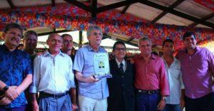 Ricardo-Coutinho-1-1-300x156 Ricardo libera recursos do empreender e recebe titulo de cidadão em Cabaceiras