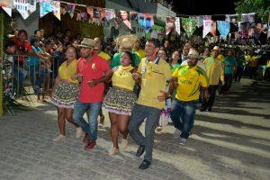 bb766c31-b592-432e-8a3c-08cb16e95a65-300x200 Confira fotos do Festival de Quadrilhas Juninasde Monteiro