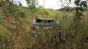 20180728_074655-300x169 Motorista perde controle da direção e veículo capota em Monteiro
