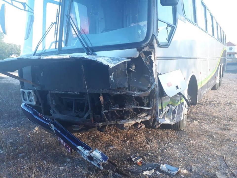 37346184_914075158793231_8698987780195221504_n Acidente envolvendo três veículos deixa saldo de um morto nas placas em PE