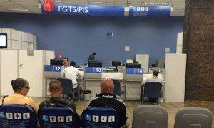 FGTS-pis-caixa-2-300x180 Saques do PIS/Pasep serão retomados em agosto