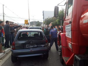 acidente-02-1024x768-300x225 Em Sumé Acidente envolvendo três carros