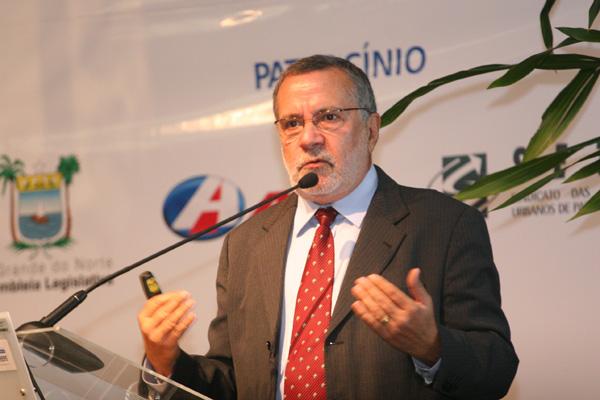 batinga_palestra-300x200 Batinga justifica ausência em evento e agradece a Ricardo pelas ações em prol do Cariri