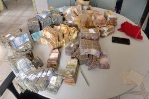 dinheiro-pm-cariri-1-1-300x200 Dinheiro roubado em agência de Juazeirinho é recuperado mas dois suspeitos continuam foragidos
