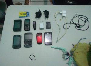 003-28-300x218-300x218 Pacote com sete celulares é arremessado dentro da Cadeia Pública de Monteiro