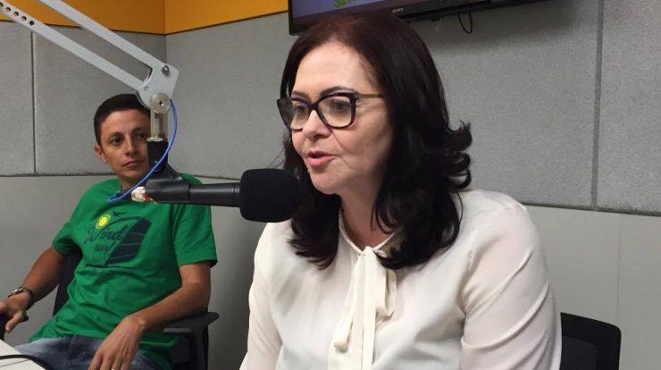 carmelita_nova-740x414 Escândalo: Prefeita de Livramento é multada por transportar alunos em pau de arara e por motoristas sem CNH