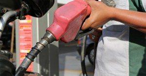 Gasolina-1-300x156 Petrobras reduz preço da gasolina nas refinarias