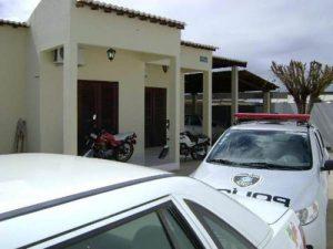 policia-civil-monteiro-300x225 Homens são presos com drogas no Centro de Monteiro
