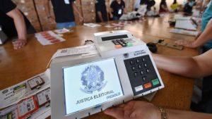 103749386_urna-300x169 Argentina parabeniza Brasil por 1º turno das eleições