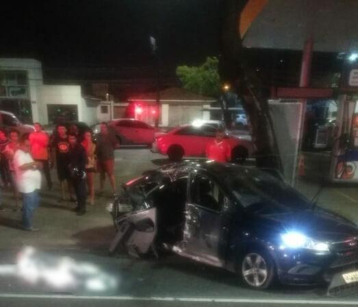 Acidente-deixa-uma-mulher-morta-na-Epitácio-Pessoa Mulher morre e três ficam feridas após carro bater em poste e capotar