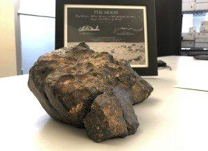 Pedaço-da-lua-1-300x218 Pedaço da Lua é vendido por mais de US$ 600 mil