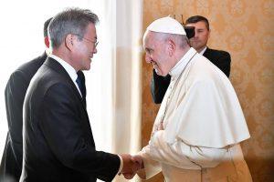 papa-1-300x200 Presidente sul-coreano entrega carta de Kim Jong-un ao papa Francisco
