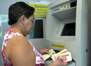 salario_servidores-300x218-300x218 Prefeitura de Monteiro anuncia pagamento do salário de outubro aos servidores