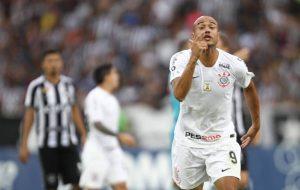 """01169550-1024x647-1-300x190 Roger dispara contra pênalti não marcado para o Corinthians: """"Ridículo"""""""