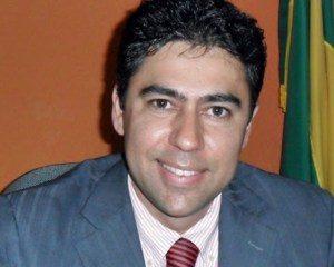 Alisson-Baraúna-300x240 TRAGÉDIA: Ex-prefeito é morto pelo pai após ser confundido com assaltante