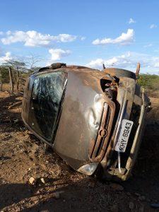 acidente-monteiro-225x300 Motorista perde controle da direção e capota carro na zona rural de Monteiro