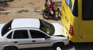 colisao-de-onibus-300x162 Em Monteiro: Veículo colide em traseira de ônibus da Real Bus