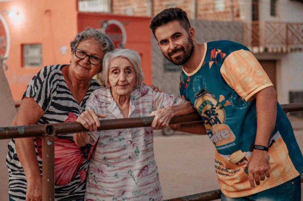 cotinhashow2-1024x682 Aos 97 anos, vovó Monteirense é sucesso nas redes sociais