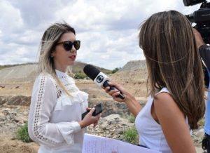 lorena-de-dr.-chico-300x218-1-300x218 Secretaria de Agricultura realiza mais serviços na Zona Rural e população aprova