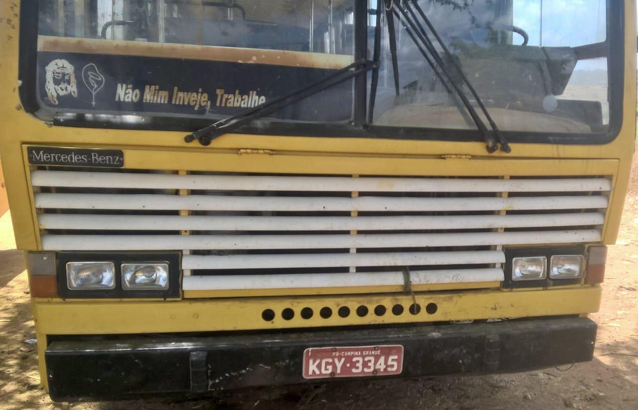 onibus-zabele No cariri: Prefeito loca ônibus com mais de 26 anos de uso por mais de R$ 68 mil reais.