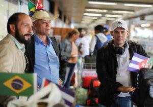 03-12-2018.200541_DESTAQUE-300x211 71% dos brasileiros aprovam saída de cubanos do Mais Médicos, diz pesquisa