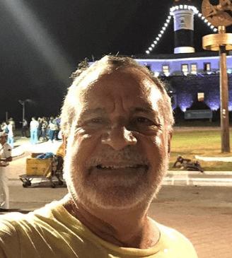 BBB Carlos Batinga emite mensagem de fim de ano