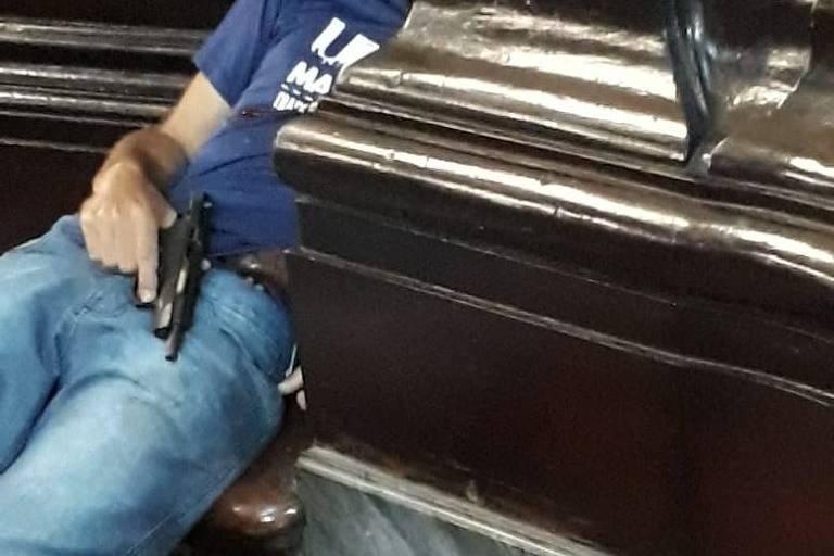 FOLHA-520x347 Homem atira dentro de igreja em Campinas, mata quatro e se suicida